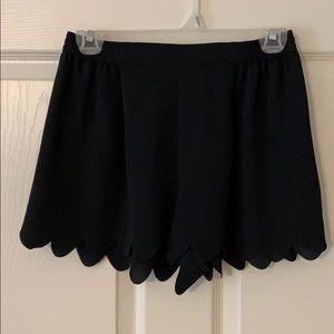 Scallop black shorts